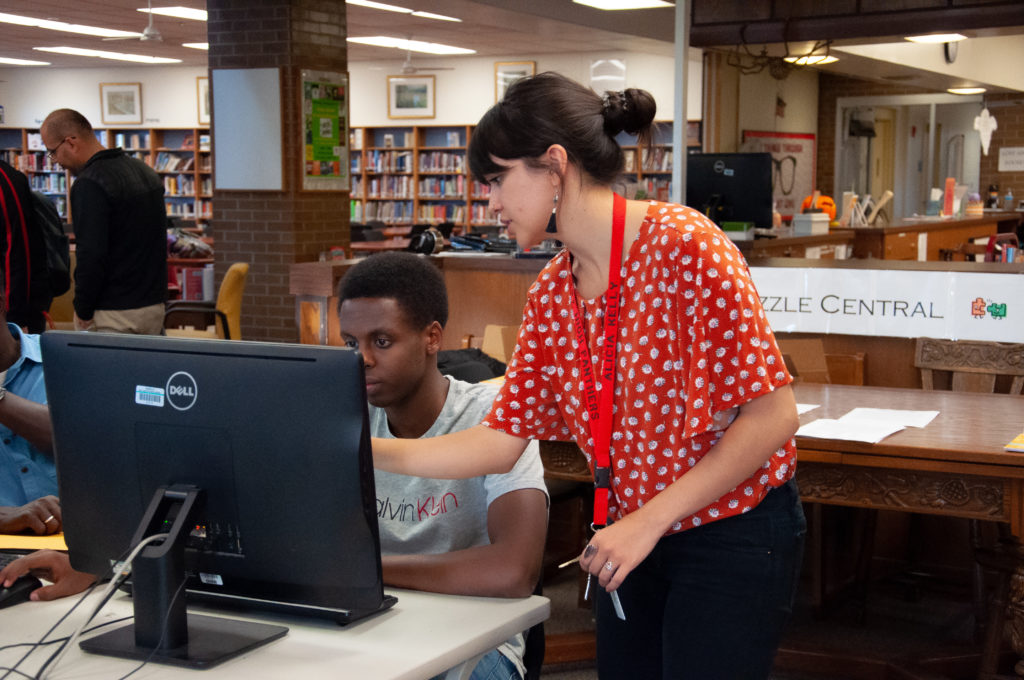 FAFSA and college advisors assist students filling out the FAFSA application